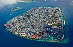 Мале — столица и крупнейший город Мальдивской республики. Он расположен на одноименном острове, на атолле Каафу. Население составляет около 100 000 человек.