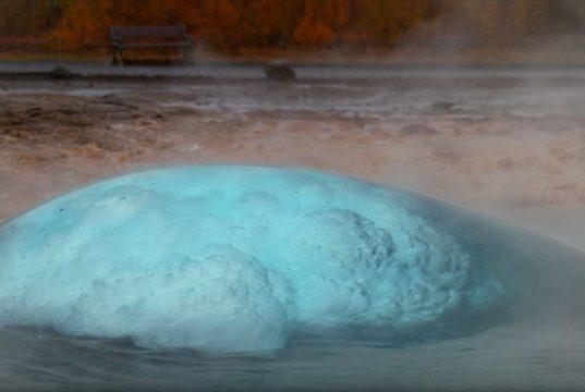 Гейзеры и водопады Исландии в замедленной съемке