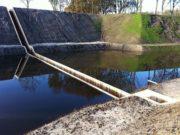 пешеходный мост ниже воды