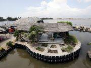 Шикарный отель на острове из пластиковых бутылок